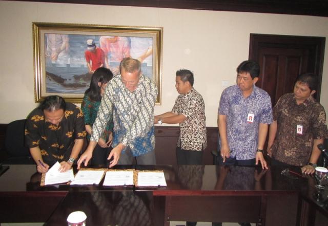 Penandatangan Kerjasama Pembentukan Fish Fund dengan ICCO dan Bank Jatim, Surabaya, 3 Februari 2015