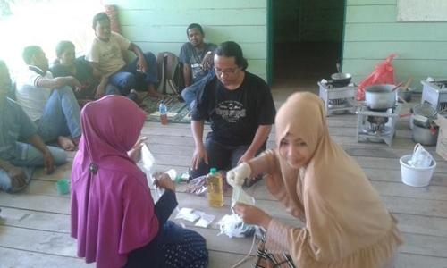 Pelatihan Pengolahan Beeswax & Pelatihan Pembuatan Sabun bagi Petani Madu Hutan, Leumbah Seulawah, 21-23 Februari 2016