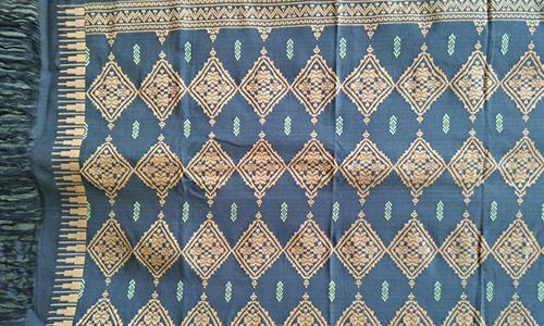 Kain Tenun Lombok Motif Ketupat Warna Alami