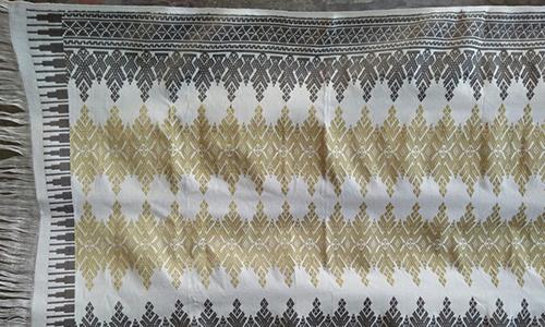 Kain Tenun Lombok Motif Piramida Kristal Warna Alami